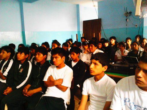 Charla Informativa Huachipa – Jóvenes emprendedores de colegio